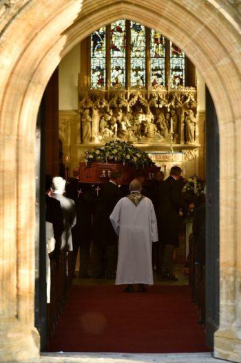 messe d'enterrement aria chanteuse musique cérémonie funéraire catholique