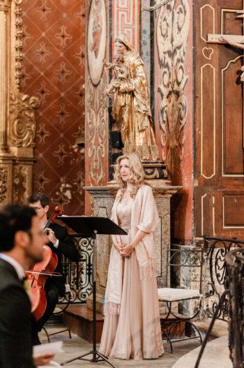 chanteuse aria messe d'enterrement cérémonie funéraire église catholique