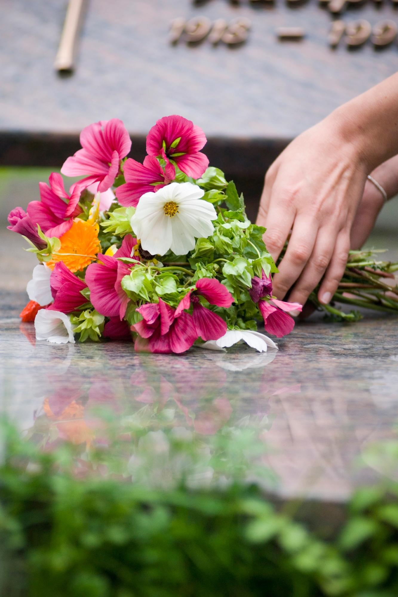 maitre de ceremonie funeraire aria chanteuse officiant obseques enterrement civil cimetiere