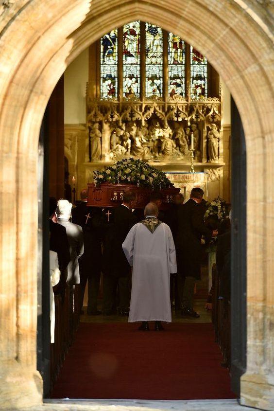 comment organiser une messe d'enterrement catholique aria