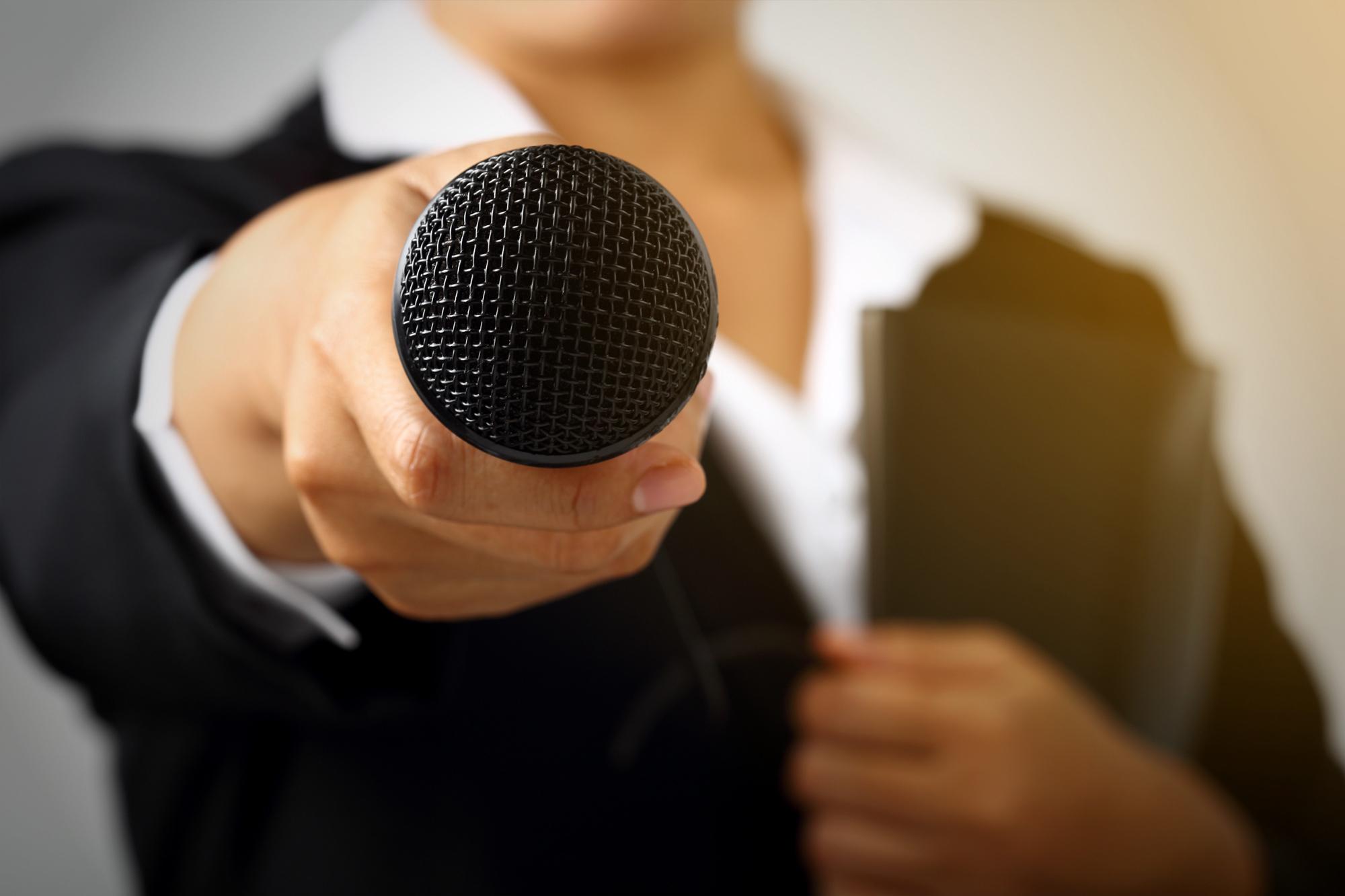 aria prise de parole discours enterrement avec un micro gerer le stress