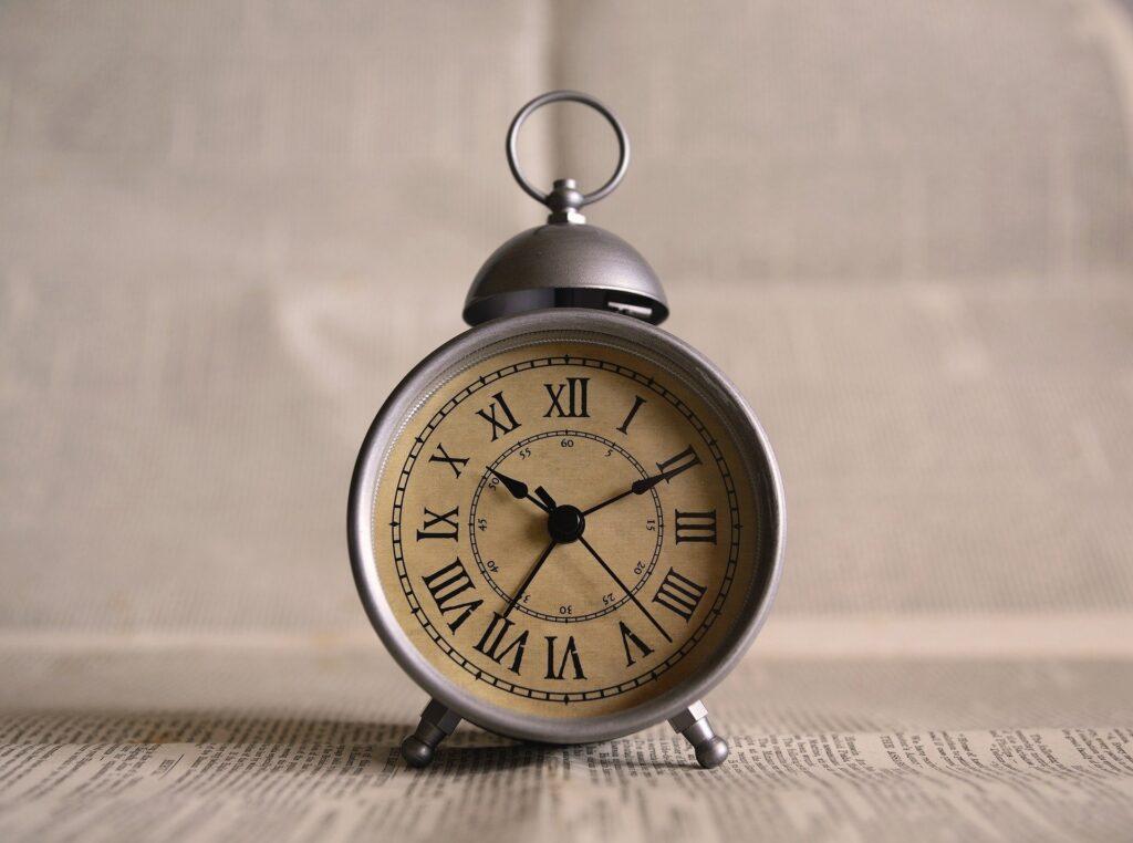 aria prendre son temps dans une prise de parole reveil horloge chronometrer discours enterrement